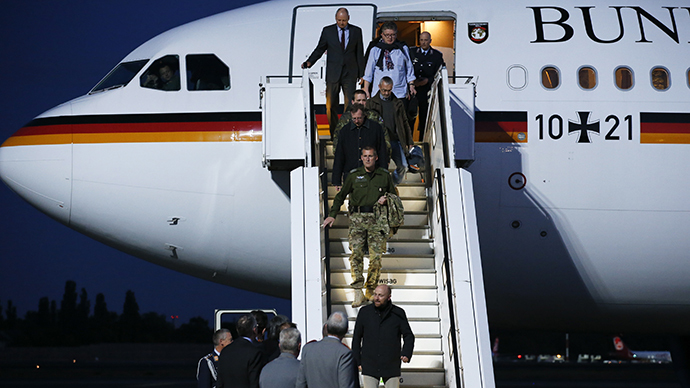 OSCE observer Axel Schneider leaves the plane in Berlin's Tegel airport, May 3, 2014. (Reuters / Fabrizio Bensch)
