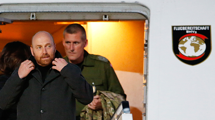 OSCE observers Axel Schneider (L) from Germany and John Christensen from Denmark leave a German Air Force aircraft upon their arrival in Berlin's Tegel airport, May 3, 2014 (Reuters / Fabrizio Bensch)