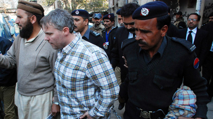 Pakistani police escorts arrested US national Raymond Davis to a court in Lahore.( AFP Photo / Arif Ali)