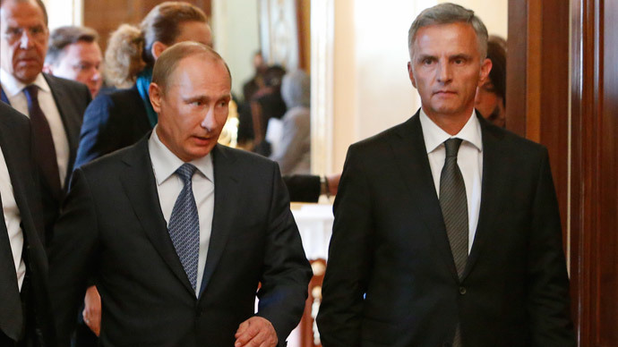 The head of the Organisation for Security and Cooperation in Europe (OSCE), Swiss President Didier Burkhalter (R), and Russia's President Vladimir Putin (C) arrive for a press conference in the Kremlin in Moscow, on May 7, 2014, after their meeting. (AFP Photo / POOL / Sergei Karpukhin)