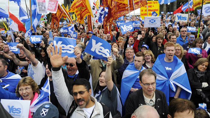 Pro-independence supporters as they gather for a rally in Edinburgh on September 21, 2013.  (AFP Photo)