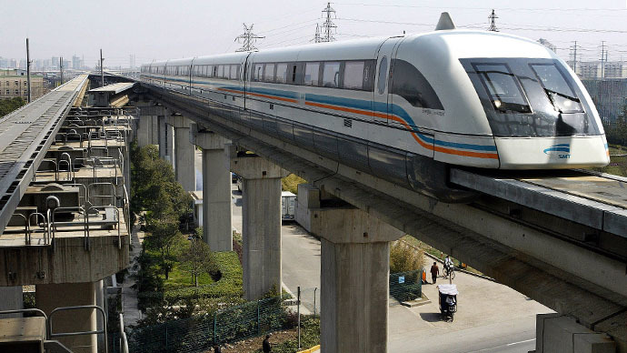 Maglev train drives into terminal station in Shanghai (Reuters / Ming Ming)