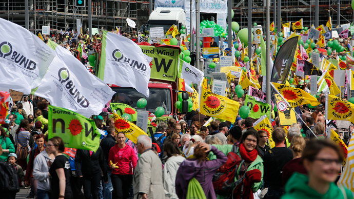 Demonstrators protest for Germany's shift to green energy and away from nuclear power and fossil fuels in Berlin May 10, 2014 (Reuters / Fabrizio Bensch)