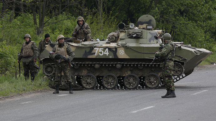 FILE PHOTO. Ukrainian servicemen on the road between Kramatorsk and Slavyansk (RIA Novosti / Maks Vetrov)