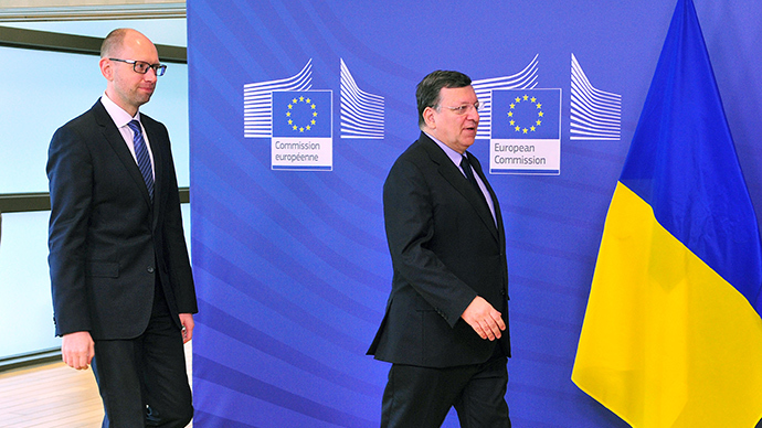 European Commission President Jose Manuel Barroso (R) and interim Ukraine premier Arseniy Yatsenyuk arrive on May 13 2014 at the EU Headquarters in Brussels (AFP Photo / Georges Gobet)