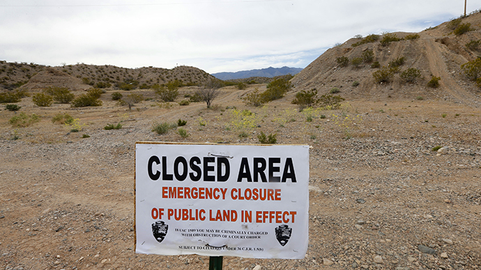 A sign sits at the beginning of a road that goes into thousands of acres of Bureau of Land Management land that has been temporarily closed to round-up illegal cattle that are grazing south of Mesquite Nevada on April 11, 2014 in Mesquite, Nevada. (AFP Photo / Getty Images / George Frey)
