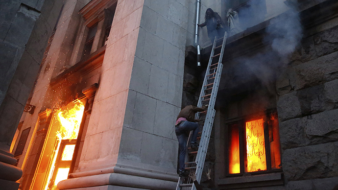 People wait to be rescued on the second storey's ledge during a fire at the trade union building in Odessa May 2, 2014. (Reuters / Yevgeny Volokin)
