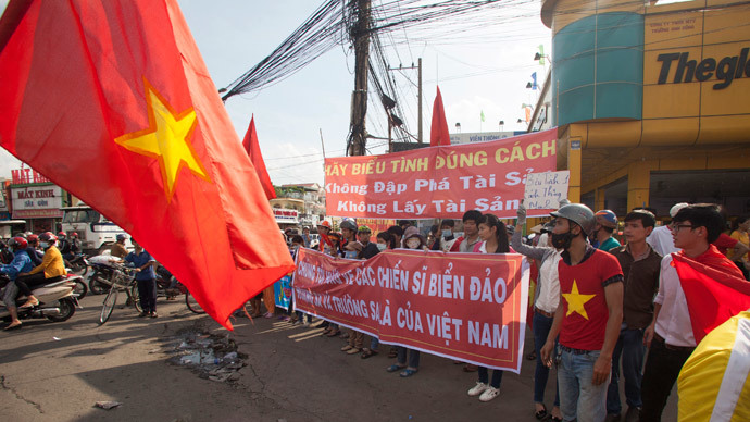 "Workers hold banners, which read, ""Please protest in the right way"" (top), and ""We are looking at soldiers on islands, and the Paracels and the Spratlys belong to Vietnam"", during a protest in an industrial zone in Binh Duong province May 14, 2014.(Reuters / Stringer )"