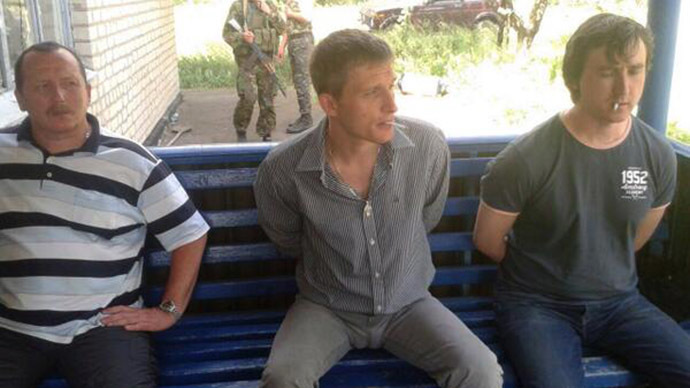 Journalists Oleg Sidyakin (C) and Marat Saichenko (R). (Image from twitter user@euromaidan)