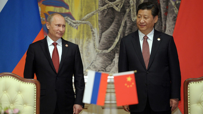 Russia's President Vladimir Putin (L) and China's President Xi Jinping attend a signing ceremony in Shanghai May 21, 2014.(Reuters / Alexei Druzhinin)