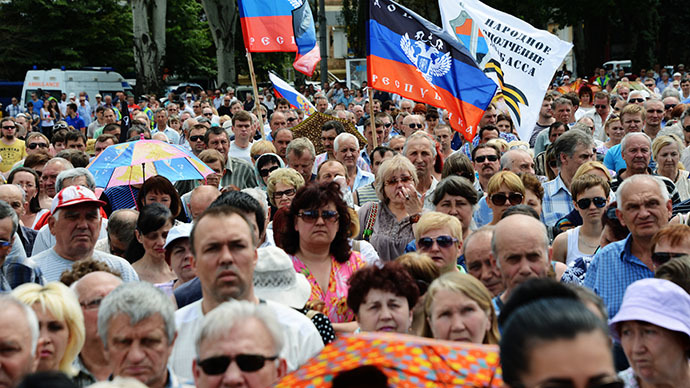 Activists take part in a demonstration against the new Kiev government at Lenin square in the eastern Ukrainian city of Donetsk, on May 25, 2014. (RIA Novosti / Natalia Seliverstova)