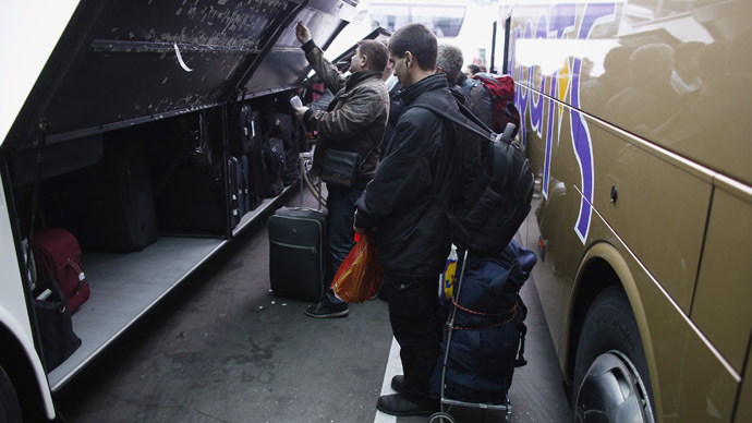 People put their luggage in a bus departing from Sofia's central bus station to London via Austria, Germany and France January 2, 2014. (Reuters/Stoyan Nenov )