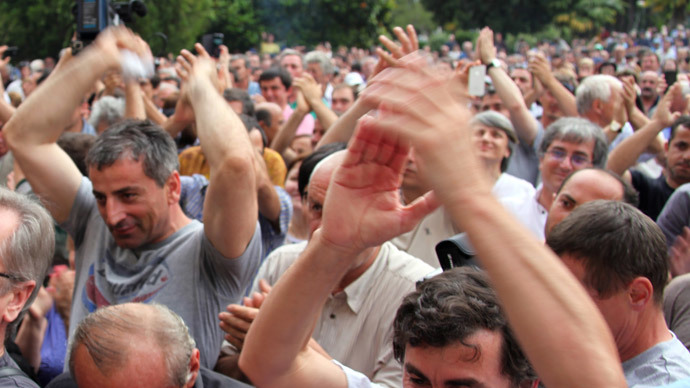 Abkhazian people applaud during a rally in Sukhumi, the capital of the Georgia's breakaway republic of Abkhazia, on May 31, 2014.(AFP Photo / Ibragim Chkadua )