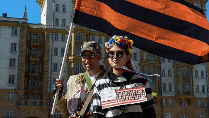 Participants of a rally outside the US Embassy in Moscow protest against the US policy in Ukraine. (RIA Novosti / Alexander Vilf)