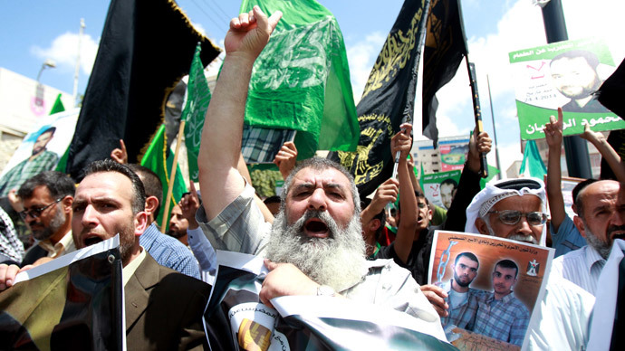 Palestinian men take part in a demonstration in the West Bank town of Bethlehem on June 6, 2014 in solidarity with Palestinian prisoners on hunger strike in Israeli jails. (AFP Photo/ Musa Al-Shaer)