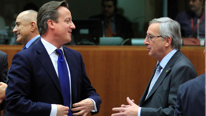 Britain's Prime Minister David Cameron (L) talks with Luxembourg's Prime Minister Jean-Claude Juncker (Reuters / Yves Herman)