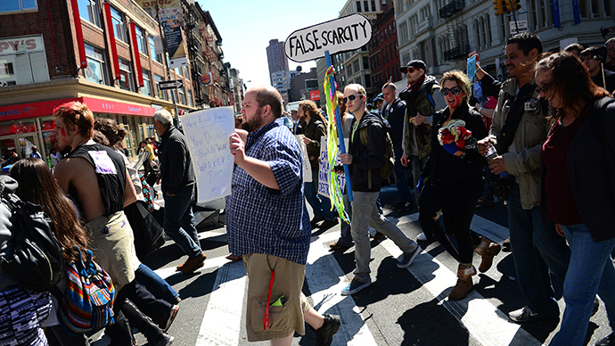Occupy Wall Street participants take part in a protest to mark the movement's second anniversary in New York, September 17, 2013 (AFP Photo)