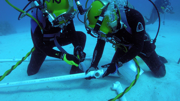 This NASA handout image received 16 May 2007 shows flight surgeon Josef F. Schmid (L) and astronaut/aquanaut Jose M. Hernandez as they participate in a session of extravehicular activity (EVA) for the 12th NASA Extreme Environment Mission Operations (NEEMO) mission off the coast of Key Largo, Florida. (AFP/NASA)
