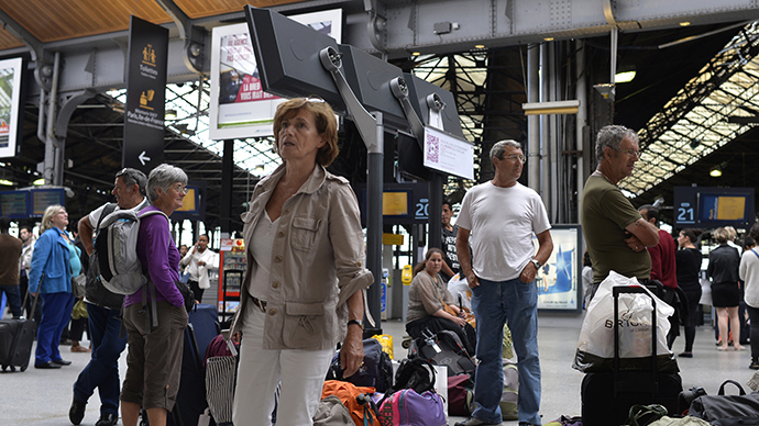 Travelers wait at the Gare Saint Lazare train station in Paris during a strike by SNCF railway company workers, on June 15, 2014. The strike is expected to affect train services for the next two day. (AFP Photo / Miguel Medina)