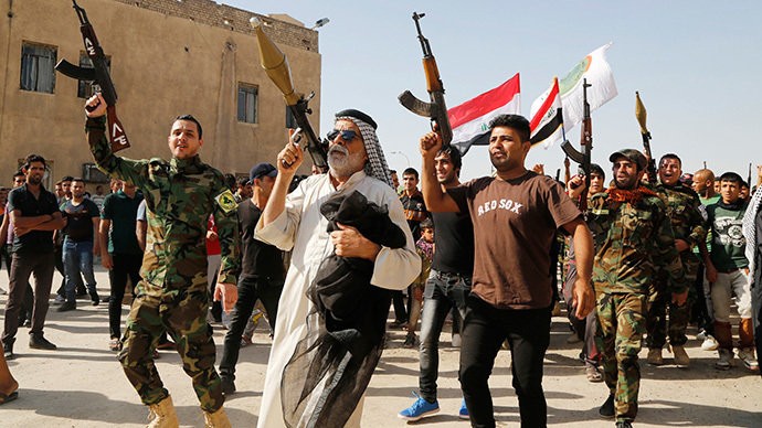 Volunteers, who have joined the Iraqi Army to fight against predominantly Sunni militants, carry weapons during a parade in the streets in Baghdad's Sadr city (Reuters / Wissm al-Okili)