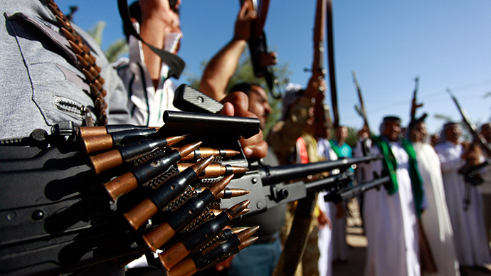 Iraqi Shiite tribesmen brandish their weapons as they gather to show their willingness to join Iraqi security forces in the fight against Jihadist militants who have taken over several northern Iraqi cities, on June 17 2014, in the southern Shiite Muslim shrine city of Najaf (AFP Photo / Haidar Hamdani)