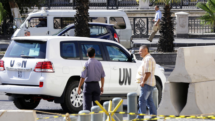 United Nations vehicles are seen leaving the hotel in Damascus (AFP Photo / Louai Beshara)