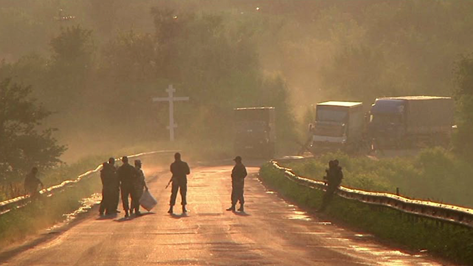 Lugansk militiamen on a road waiting for Ukrainian troops. Still from AP video