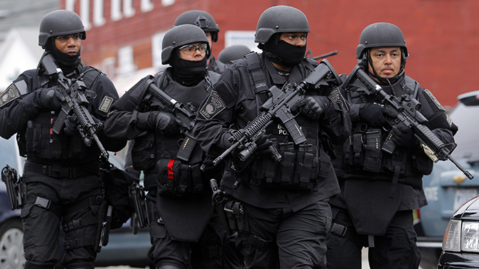SWAT teams enter a suburban neighborhood to search an apartment for the remaining suspect in the Boston Marathon bombings in Watertown, Massachusetts April 19, 2013. (Reuters / Jessica Rinaldi)