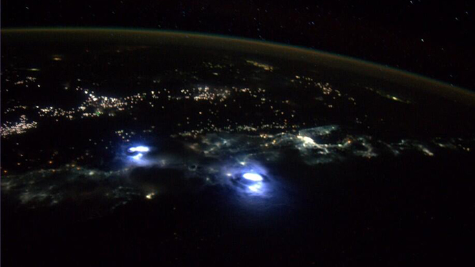 Amazing views of thunderstorms on earth taken from space for Space station usa