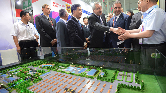 Russian Deputy Prime Minister Dmitry Rogozin, third right, and Vice Premier of the Chinese State Council Wang Yang, fourth right, attend the EXPO 2014 Russian-Chinese exhibition in Harbin  (RIA Novosti  / Sergey Mamontov)