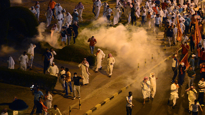 Kuwaiti police use tear gas to disperse protesters in Kuwait City July 6, 2014. (Reuters / Jassim Mohammed)