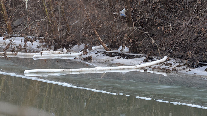 The banks of the Elk River, where Kanawha County emergency services eventually determined the chemical had seeped through a secondary containment barrier, is seen on January 10, 2014 in Charleston, West Virginia. (AFP Photo / Getty Images / Tom Hindman)