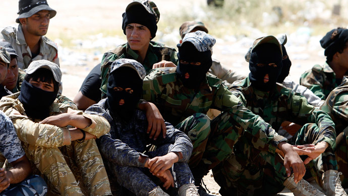 Shia volunteers, who have joined the Iraqi army to fight against militants of the Islamic State.(Reuters / Ahmed Saad)