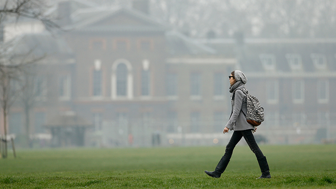 A woman strolls through Kensington Gardens as smog surrounds Kensington Palace in central London (Reuters / Suzanne Plunkett)