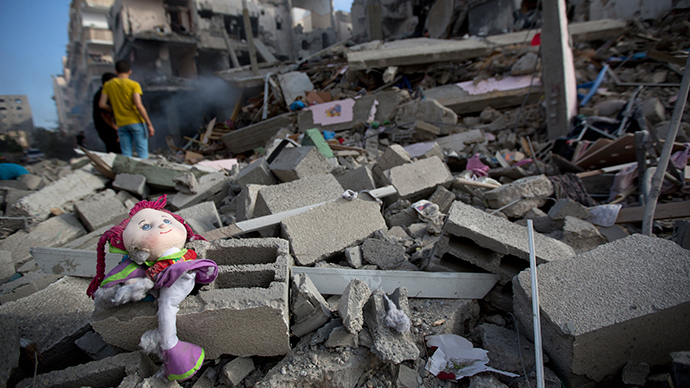 A Palestinian doll lies on the rubble of a destroyed building following an Israeli air strike in Gaza City on July 11, 2014 (AFP Photo / Mohammed Abed)