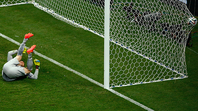 Brazil's goalkeeper Julio Cesar fails to save a shot from Georginio Wijnaldum (not pictured) of the Netherlands during their 2014 World Cup third-place playoff at the Brasilia national stadium in Brasilia July 12, 2014. (Reuters / Ruben Sprich)