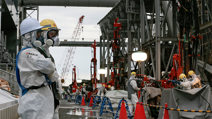 Workers work on the construction of an ice wall at the tsunami-crippled Tokyo Electric Power Co.'s Fukushima Daiichi Nuclear Power Plant in Okuma, Fukushima Prefecture, northeast of Tokyo (AFP Photo)