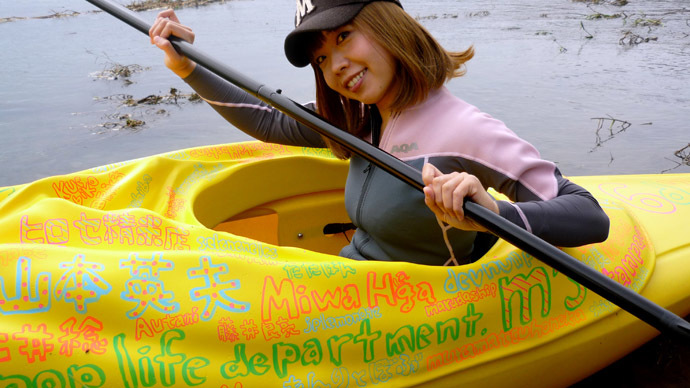 This handout picture taken by Rokude Nashiko and Marie Akatani on October 19, 2013 shows artist Megumi Igarashi paddling a kayak designed to be the shape of her own vagina in Tokyo. (AFP Photo/Rokude Nashiko)