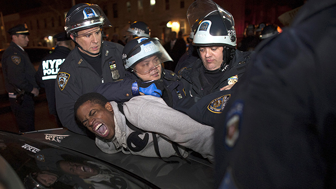 New York Police Department (NYPD) officers arrest a young man (Reuters / Eduardo Munoz)