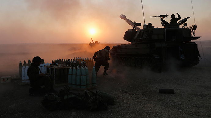 An Israeli mobile artillery unit fires towards the Gaza Strip July 21, 2014 (Reuters / Nir Elias)