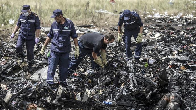 Plane Crash Photos Bodies Search for bodies amongst