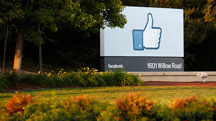 The sun sets on the entrance sign at Facebook's headquarters in Menlo Park, California (Reuters / Beck Diefenbach)
