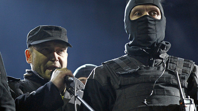 Dmytro Yarosh (L), a leader of the Right Sector movement, addresses during a rally in central Independence Square in Kiev February 21, 2014. (Reuters / David Mdzinarishvili)