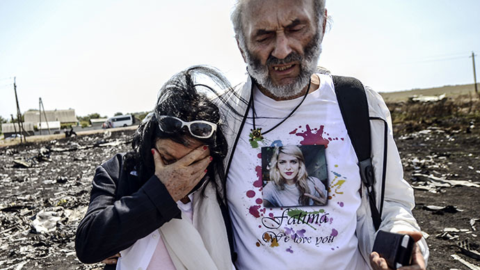 Jerzy Dyczynsk (R) and Angela Rudhart-Dyczynski from Australia react as they arrive on July 26, 2014 at the crash site of the Malaysia Airlines Flight MH17 to look for their late daughter Fatima, near the village of Hrabove (Grabovo), in the Donetsk region. (AFP Photo / Bulent Kilic)