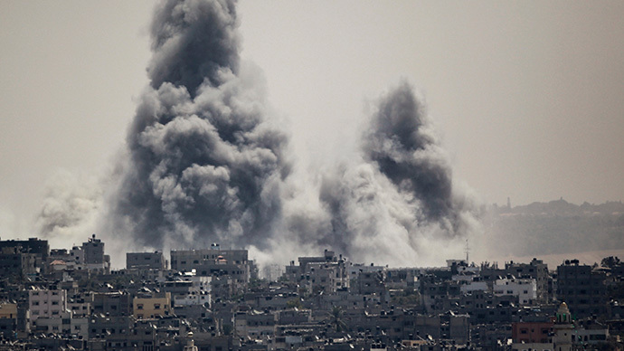 Smoke rises during an Israeli offensive in the east of Gaza City July 27, 2014. (Reuters / Ahmed Zakot)