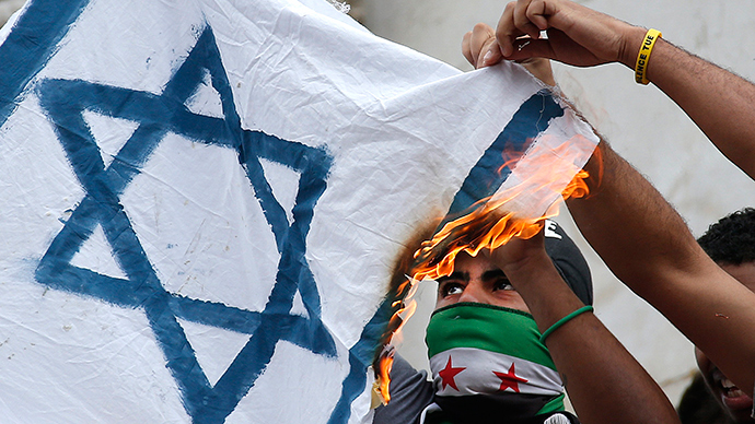 Pro Palestinian protesters burn an Israeli flag during demonstration banned by police, in support of Gaza in central Paris, July 26, 2014 (Reuters / Benoit Tessier)