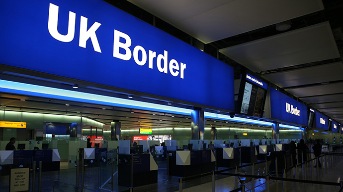Immigration and border staff are reportedly deeply concerned by the risks Ebola carriers entering the UK pose to their health.  (Reuters / Neil Hall)