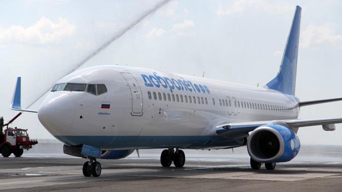 Boeing 737-800 of the Dobrolyot Airline on a flight strip in Simferopol's airport. (RIA Novosti/Andrey Iglov)