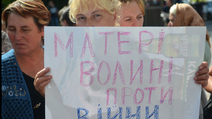 "Woman holds poster ""Volyn Mothers Oppose War"" during protest ""Mothers and Wives for Rotation of Soldiers in War Zone"" near the Ukrainian Verkhovna Rada whose members discuss Presidential Executive Order On Partial Mobilization. (RIA Novosti)"