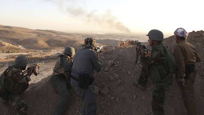 Iraqi Kurdish Peshmerga troops watch as smoke billows from the town of Makhmur during clashes with Islamic State (IS) militants August 9, 2014. (Reutrers/Azad Lashkari )